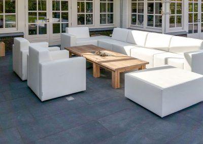 Loungeset wit met houten tafel