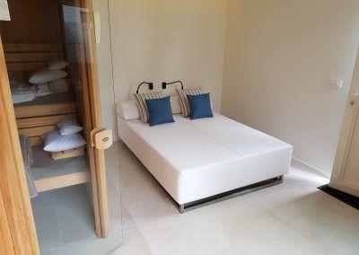 Loungebed bij sauna