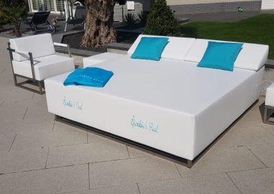 Luxe loungebedden met logo