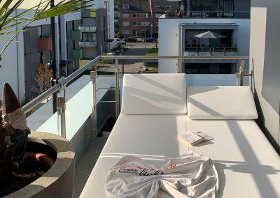 Loungebed op balkon